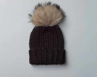 Black Rib Knit Hat w. Fur POM POM