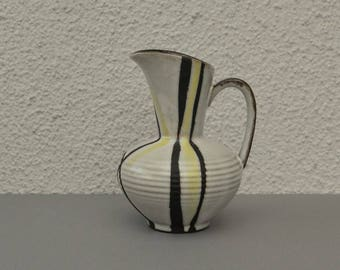 Carstens fifties perfect Vase, white with yellow and black (scratched) lines, brown details. Number 462.