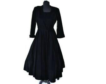 1950's Black Silk Velvet Dress // Vintage Herington's Black Full Skirted Dress // Sweetheart Neckline // Small