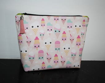 Toiletry bag in different kawaii ice cream patterned cotton.