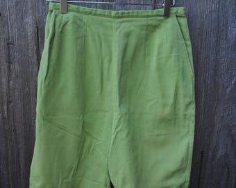 """Vintage 1960s Jantzen Pedal Pushers, Green Twill with a 28"""" waist"""