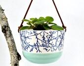 Jardinière suspendue - format moyen - Couleur vert - Branches d'arbres bleues