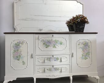 Antique white Hutch with flowers puntados freehand with acrylics with technical MultiUpload or one stroke.