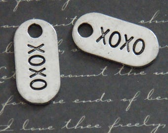 2 charms tags XOXO silver-plated 13x26mm