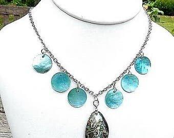 The pendant necklace mother of Pearl abalone and mother of Pearl