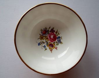 Royal Worcester Sugar Bowl With Wild Flowers And Pink Roses. Perfect for Serving Berries Or Snacks, Or As A Trinket Bowl. Great For Tea Time