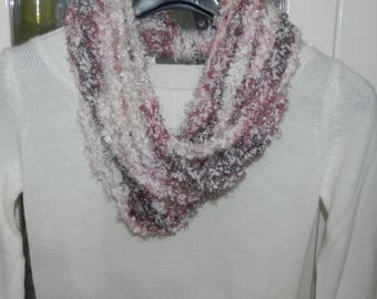 Necklace made in shades of pink-cream with lame