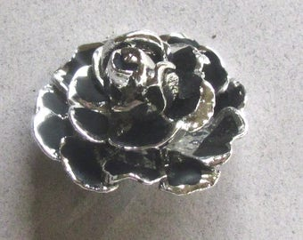 Very Dimensional Realistic Rose Button