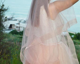 "Blush Pink Horsehair wedding veil, blush Wedding Veil veil whith 2"" horsehair trim ."