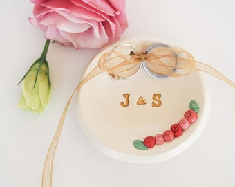 Wedding ring holder - Personalized wedding ring dish - Ring bearer pillow alternative - Custom wedding decor - Mr and Mrs ring holder