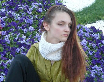 Crochet infinity scarf Knitted cowl White Knit scarf Cowl Neckwarmer Circle scarf Gift ideas for her