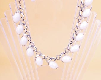 Vintage White 1950/60s Thermoset Necklace Silver