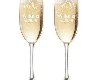 Personalized Wedding Flutes,  2 Toasting Flutes, Engraved Wedding Flute,  Mr. Mrs. Toasting Flutes,  Toasting Champagne Flutes, Hearts