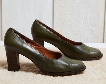 1970s The Bay Green Leather Block Heel Court Shoe • 7.5 W