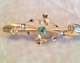 9ct. Gold Pin with Peridot and Seed Pearls