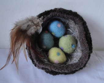 knitted bird nest, Easter decoration, needlefelt eggs, nature inspired gift, gift for bird lovers, faux nest with eggs, house-warming gift