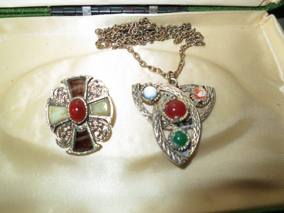Lovely vintage Scottish Miracle  glass pendant necklace and brooch  66 cms
