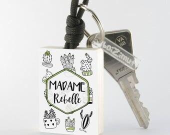 """Porte-Clé en bois collection Madame """"Madame Rebelle"""""""