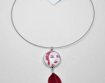Necklace, pendant with glass cabochons of 25mm illustrated and long fuchsia pink feather.