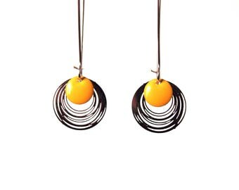 Earrings enamel and yellow silver - minimalist and simple design - round - by nat m