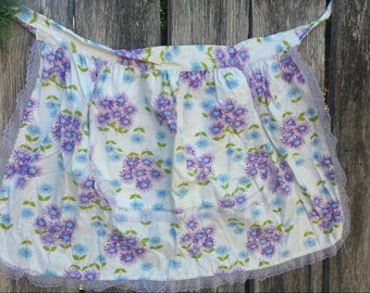 Purple daisy half apron with lace trim from the 60's/vintage apron/vintage half apron/half apron/floral half apron/floral lace apron