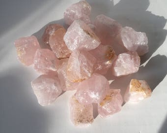 Raw rose quartz crystal (Madagascar)