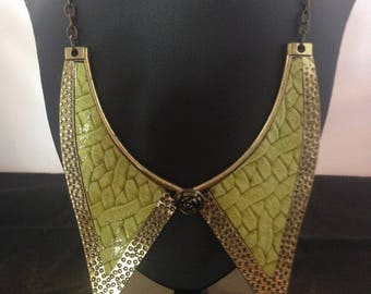 Cute metal enamelled collar style necklace