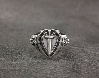 Knight's signet ring in silver, Sword silver ring, Men signet ring, Silver signet ring, Unique men ring, Silver ring for men, Gift ring