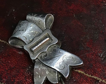 A Beautiful late Victorian sterling silver ribbon brooch.