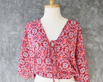 Crop top with Mayan print 3/4 batwing sleeves