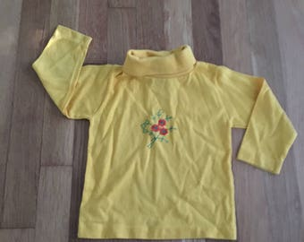 1970's mustard yellow turtleneck with floral embroidery - size 3t