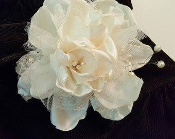 Ivory Clip,Ivory Hair Clip,Fabric Flower Hair clip,Fabric Flower Hair Accessory,Fabric Flower Clip,Fabric Flower Accessory,Decorative Clip