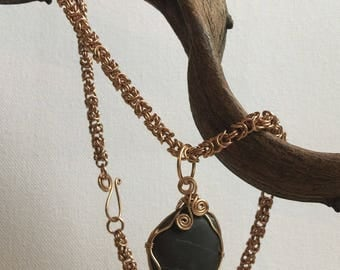 Chainmaille-Necklace/Pure bronze/black stone Pendant
