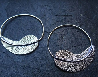 Gorgeous 925 sterling silver feather earrings