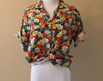 Colourful Floral Short Sleeve Button-up Top / Shirt - Retro Vintage Style Clothing