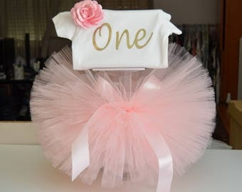 first birthday outfit - one, pink and gold, fluffy skirt, cake smash outfit, photoshoot outfit, for baby girl, tutu dress, tutu costume
