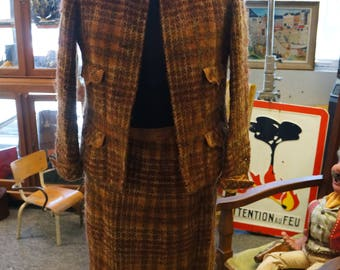 1970 orange and Brown Tweed chanel suit. T38.