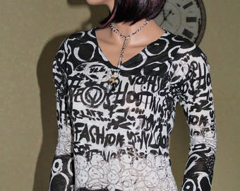 Top graffiti black and white sleeves long
