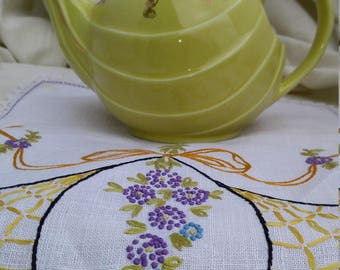 Hall Sunny Yellow 6 Cup  Parade Teapot