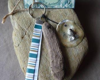 Door keys or bag driftwood and seashell charm