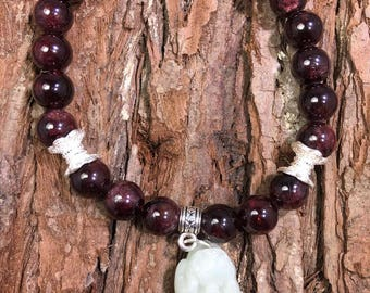 Garnet beaded bracelet, Aquarius Zodiac sign, Beaded Gemstone, January birthstone