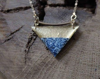 Necklace chain gold filled 14 k triangular resin (gold and blue paper)