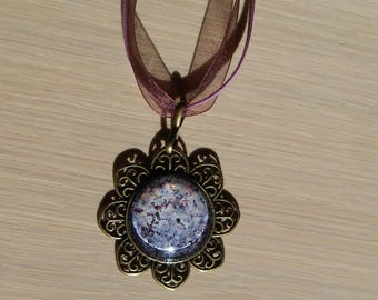 Necklace with purple tones