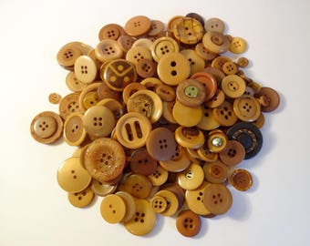 Big brown buttons x 200 - sewing - Scrapbooking