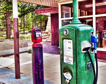 Vintage Gas Station, photo