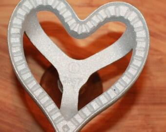 VINTAGE 1987 Metal cookie cutter Wood Knob Heart Shape