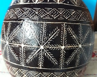 Easter eggs,gift,unikat, traditional scratch technique,traditional Slovenian headwork, Hand-scrapped Ostrich Egg