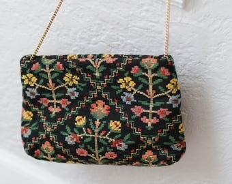 Vintage embroidered purse with gold chain