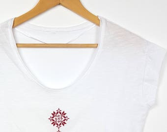 "Embroidered Ethnic T-shirt Traditional Pattern ""Garofite"""