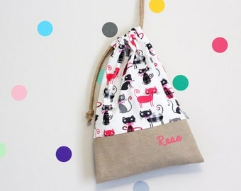 Customizable drawstring pouch - kindergarden - cats - pink - gray - white - school - personalised - cuddly toy - slippers - toys
